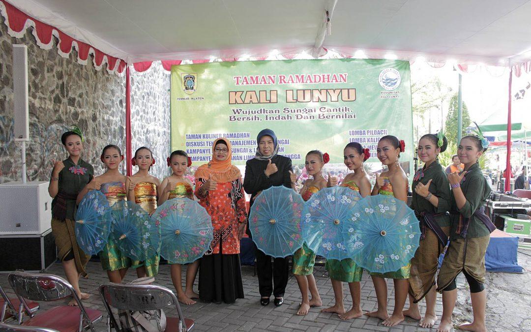 Penampilan Tari SMP Kristen 1 Klaten di Depan Anggota Komisi E DPRD Jateng