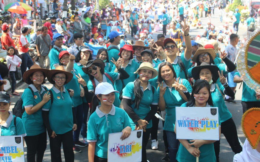 Sekolah Krista Gracia Karnaval HUT RI ke 74th di sepanjang jalan Kota Klaten